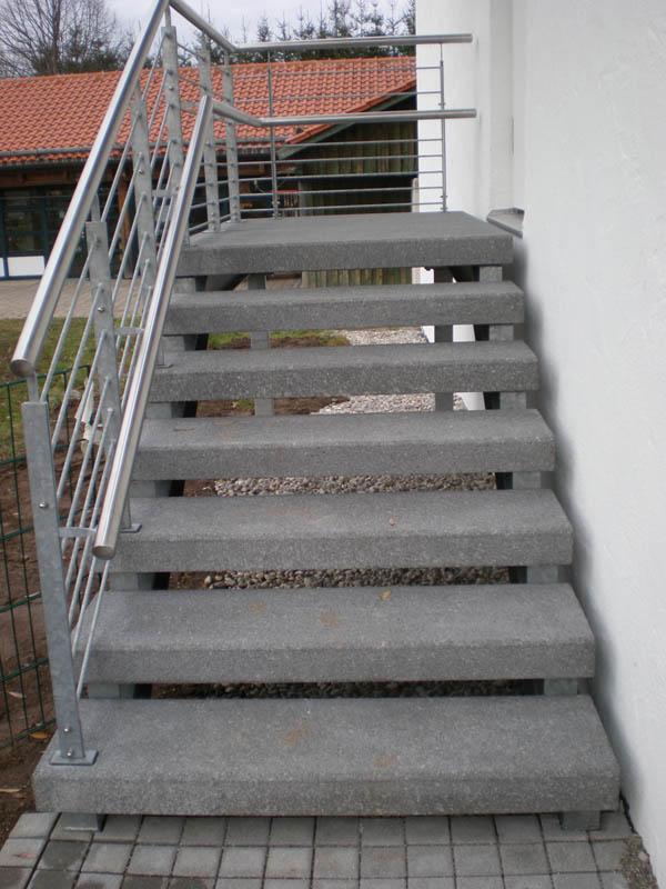 stufen abdeckplatten betonwerk scholz wasserbeh lter. Black Bedroom Furniture Sets. Home Design Ideas